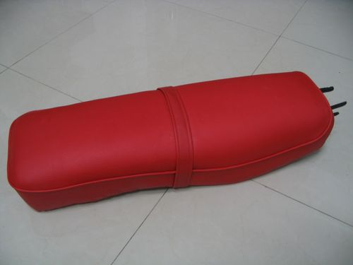 Honda CA95 CA77 305 Dream Benly 1969 Seat Saddle Black Red Cover H2619